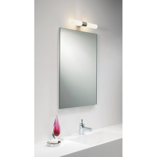 Ip44 double insulated bathroom wall light for using over a for Over mirror bathroom lights