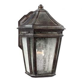 LONDONTOWNE traditional outdoor wall lantern for coastal areas